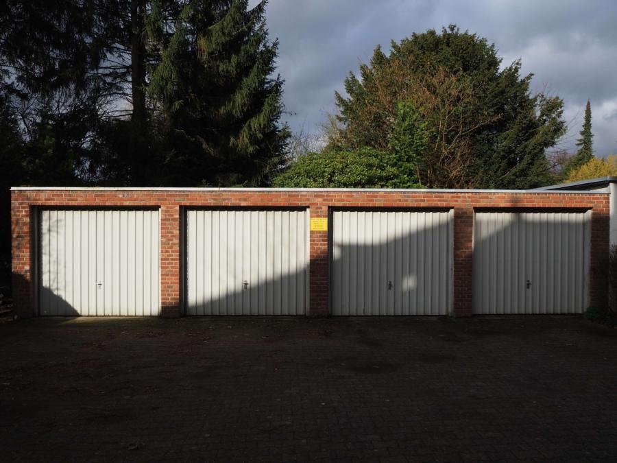 Mehrfamilienhaus mit 6 Wohnungen zur Kapitalanlage - Garagen