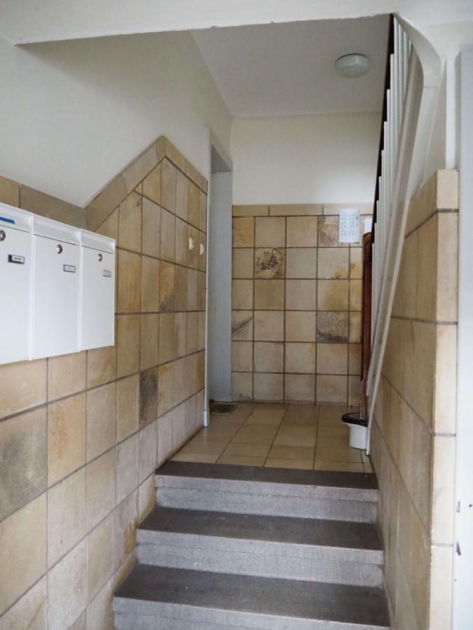 Mehrfamilienhaus mit 6 Wohnungen zur Kapitalanlage - Treppenhauseingang