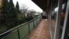Ruhig gelegene 2-Zimmer-Wohnung mit großem Balkon, Garage und Pool - Balkon