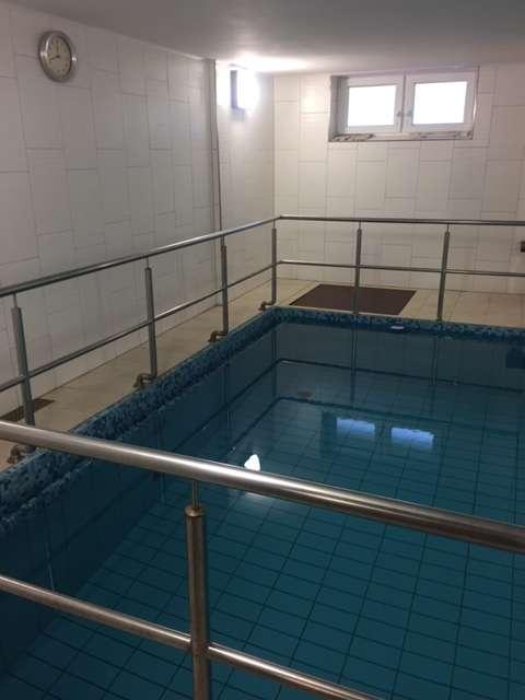 Ruhig gelegene 2-Zimmer-Wohnung mit großem Balkon, Garage und Pool - Pool