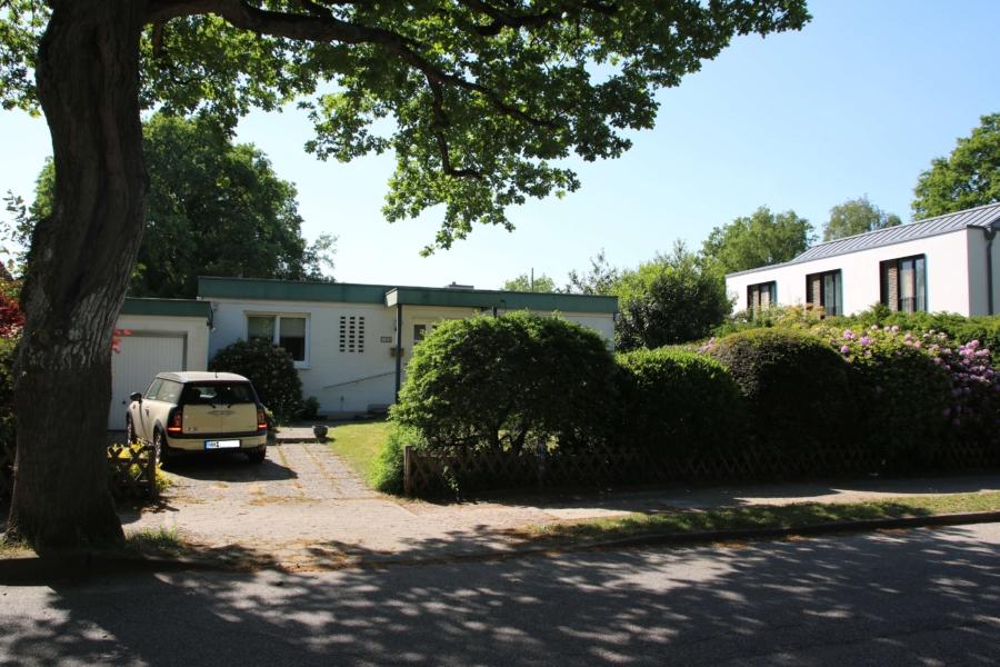 Flachdach-Bungalow auf ca. 710 m² sonnigem Grundstück zu kaufen - Aussenansicht