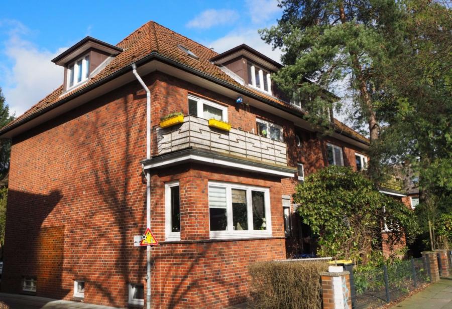 Mehrfamilienhaus mit 6 Wohnungen zur Kapitalanlage - seitliche Hausansicht