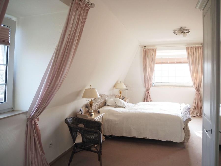 Sehr gepflegtes Einfamilienhaus in Poppenbüttel zum Kauf - Eltern-Schlafzimmer