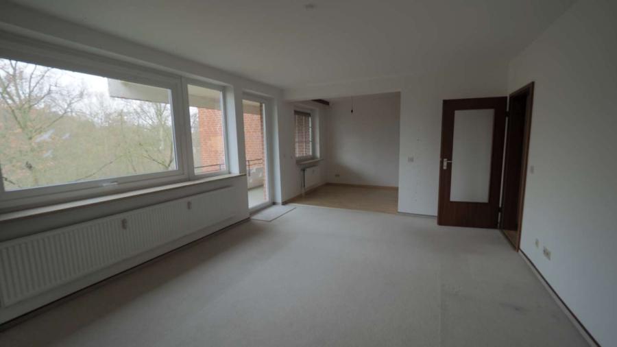 Ruhig, zentral gelegene 2 1/2-Zimmer-ETW inkl. Tiefgaragenstellplatz in Hummelsbüttel - Wohn-Esszimmer
