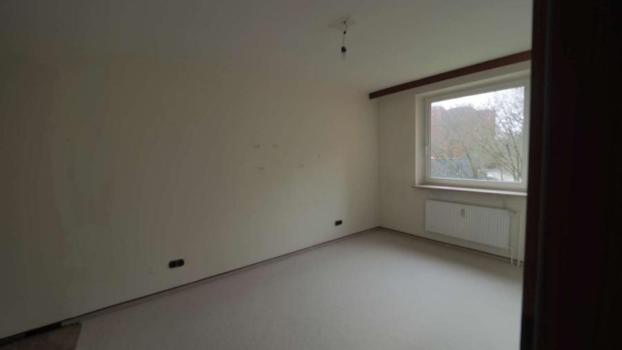 Ruhig, zentral gelegene 2 1/2-Zimmer-ETW inkl. Tiefgaragenstellplatz in Hummelsbüttel - Schlafzimmer Hauwisch