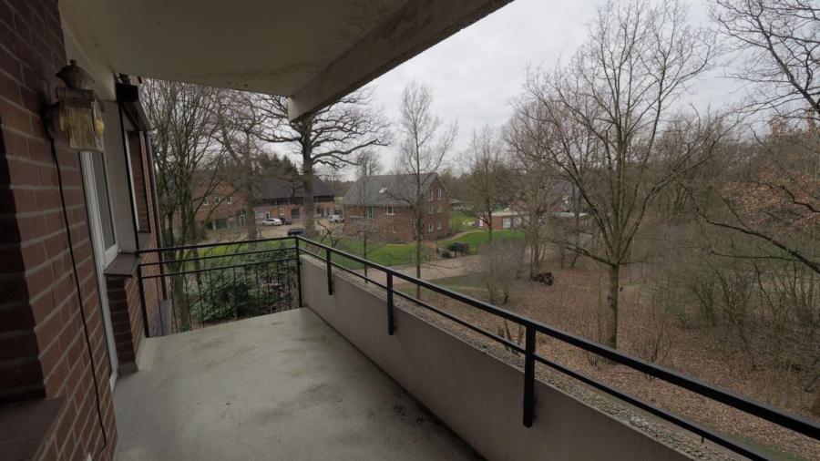 Ruhig, zentral gelegene 2 1/2-Zimmer-ETW inkl. Tiefgaragenstellplatz in Hummelsbüttel - Balkon