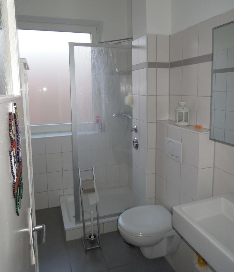 Courtagefrei - Mehrfamilienhaus in zentraler Lage von Eimsbüttel zu kaufen - 2. OG links Duschbad